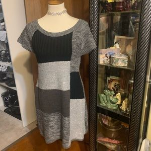 STYLE AND CO COLOR BLOCK SWEATER DRESS Small